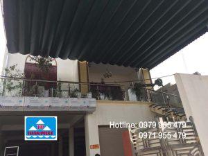Lắp đặt mái xếp di động trước hiên nhà