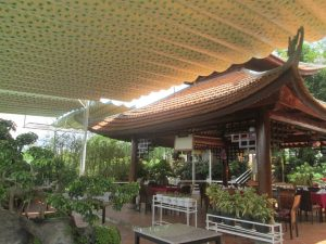 Lắp đặt mái xếp di động tại khu vườn