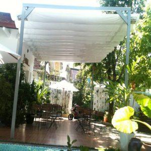 Không gian sân vườn đẹp hơn với mái xếp