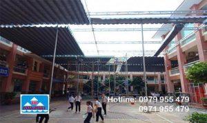 Mái xếp trường học giúp không gian sân trường thoáng mát